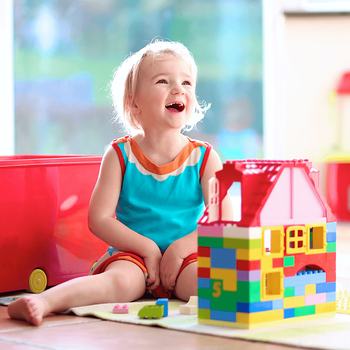 kid-friendly-design-ideas-girl-with-blocks.png