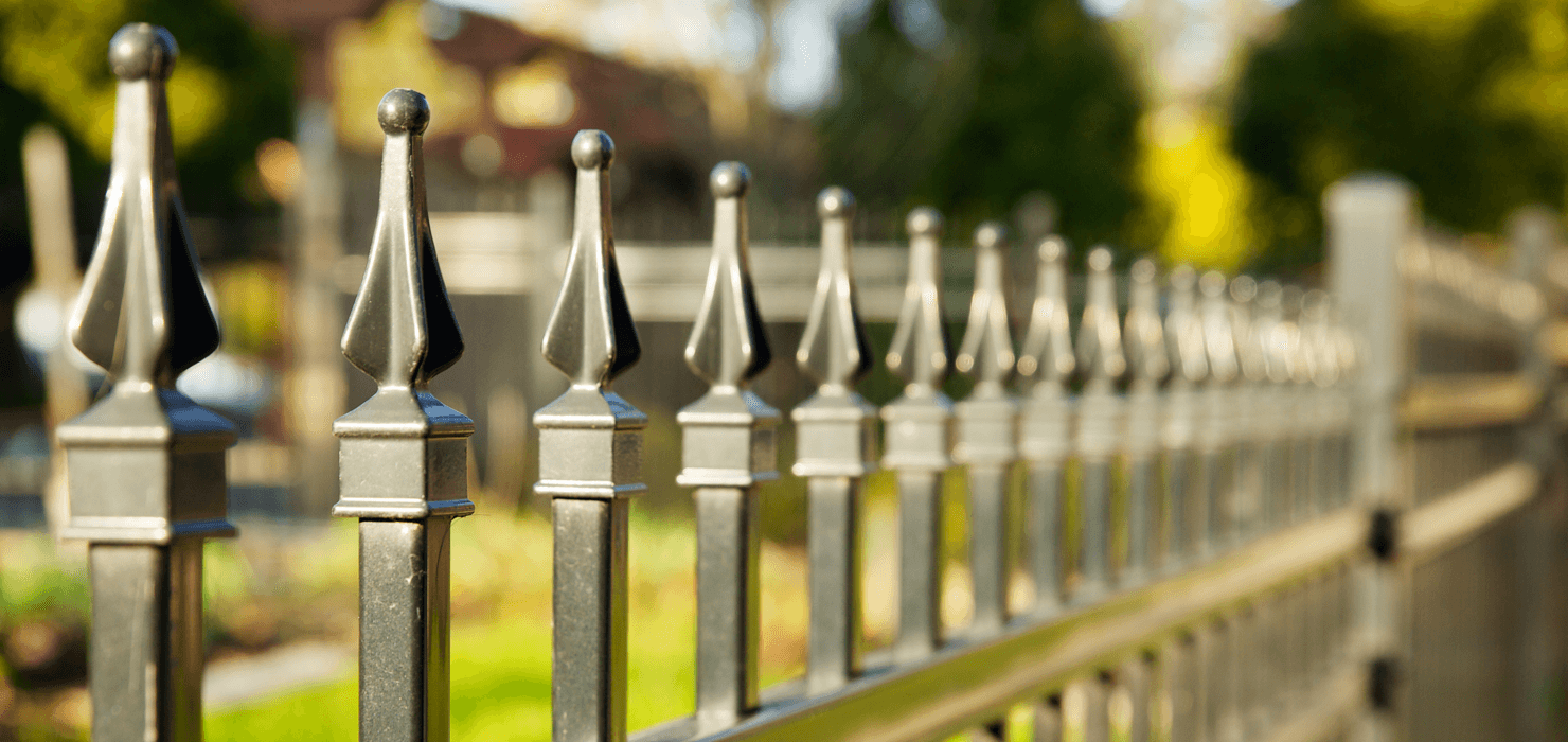 How to Properly Fence Your New Home Build Pointed Fence image