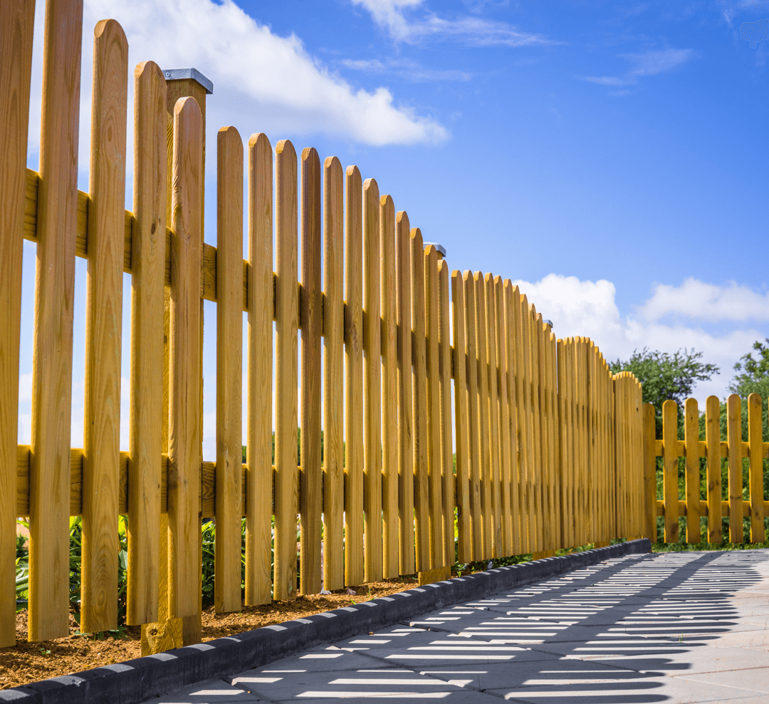 How to Properly Fence Your New Home Build Wood Fence image