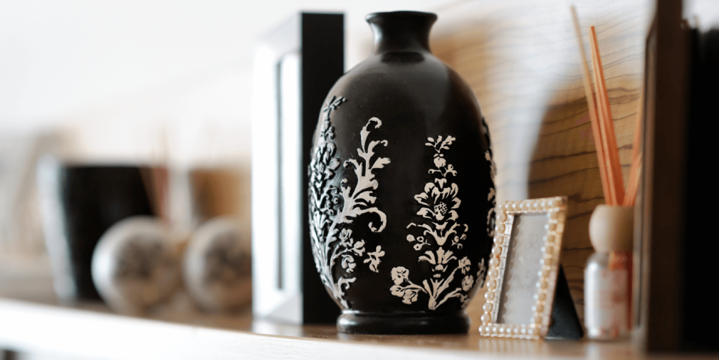 How To Mix High and Low End Décor for Ravishing Results Vase Featured Image