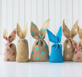 5 Eggcelent Easter DIY Decorations Burlap Image