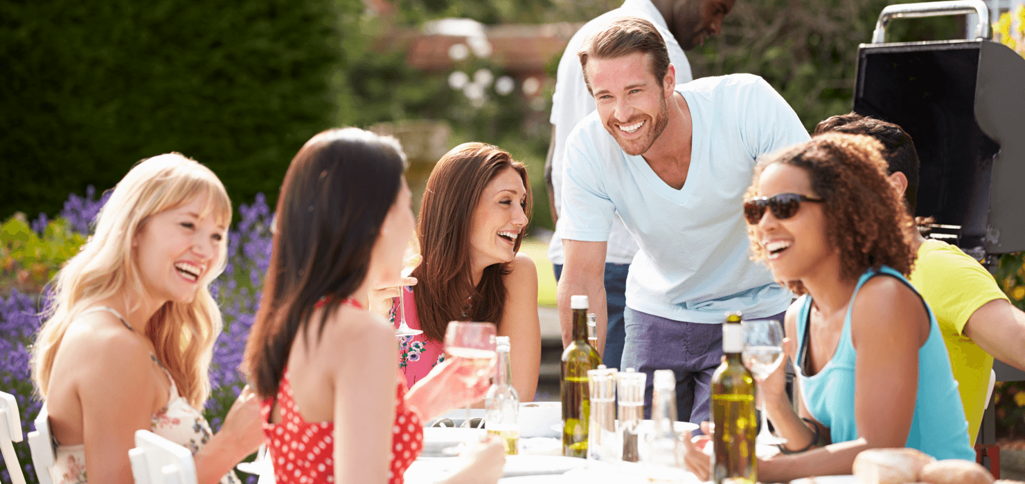 Your Guide to Easy Outdoor Entertaining Friends image