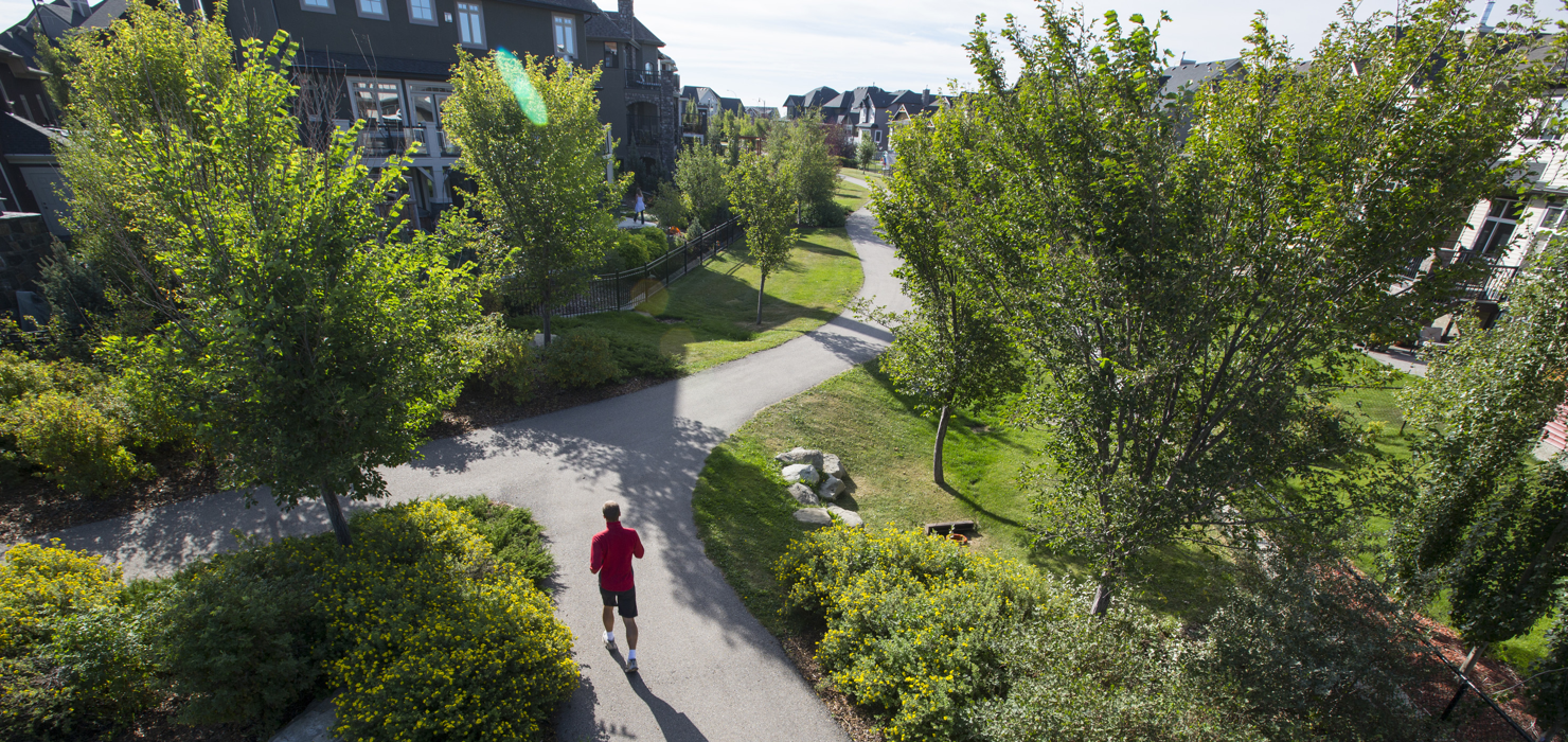 7 Benefits of Living in Calgary's Suburbs Featured Image
